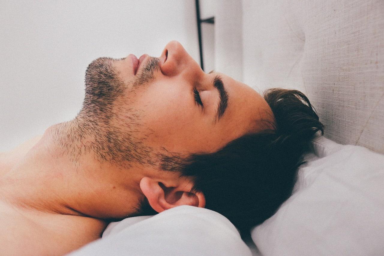 Ilustrasi Orang Tidur dengan Kebiasaan Ngorok
